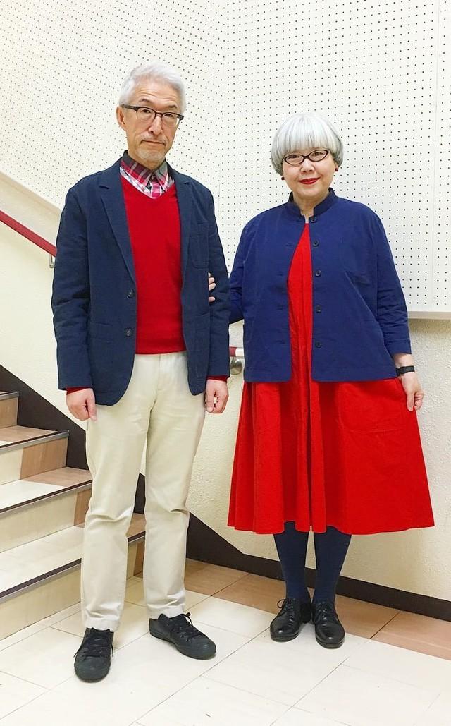 Cặp vợ chồng nổi tiếng ở tuổi U70 vì… mặc đồ đôi tuyệt đẹp - Ảnh 2.