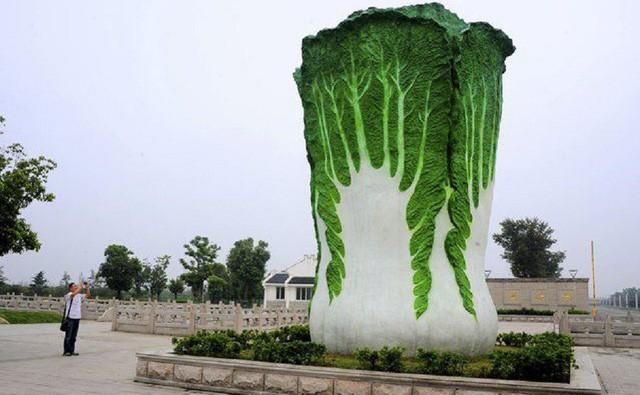 Những bức tượng kỳ lạ đến khó hiểu ở Trung Quốc - Ảnh 1.