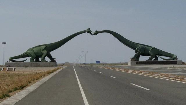 Những bức tượng kỳ lạ đến khó hiểu ở Trung Quốc - Ảnh 4.
