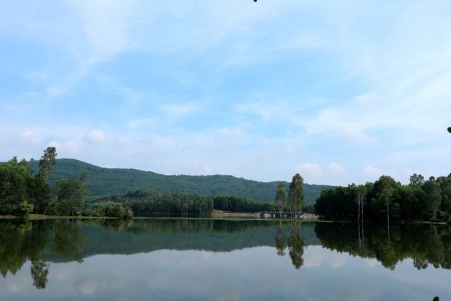 Xua cái nắng hè oi ả ở cánh đồng sen tuyệt đẹp của Quảng Nam - Ảnh 8.