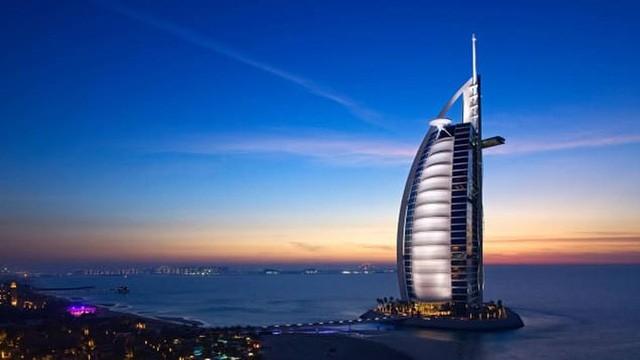 Khám phá nhà hàng chuyên dùng vàng để trang trí món ăn tại Dubai - Ảnh 3.