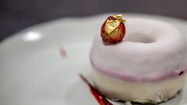Khám phá nhà hàng chuyên dùng vàng để trang trí món ăn tại Dubai - Ảnh 6.