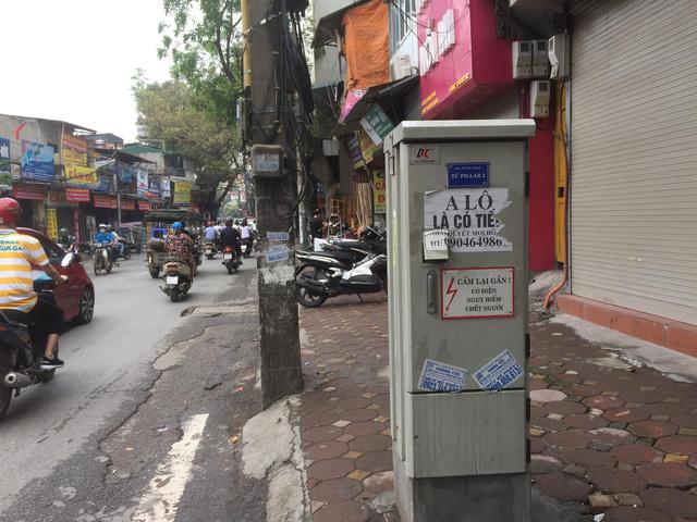 Mặt phố Hà Nội: Lộn xộn công tơ điện - Ảnh 2.