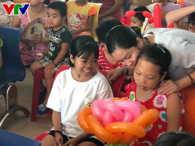Trao nụ cười - Vì bệnh nhi ung thư lần thứ I năm 2018: Lan tỏa niềm vui ngày Quốc tế thiếu nhi - Ảnh 9.