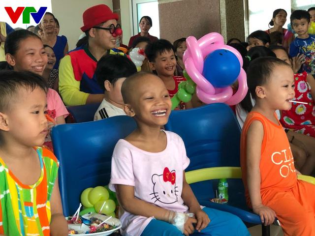 Trao nụ cười - Vì bệnh nhi ung thư lần thứ I năm 2018: Lan tỏa niềm vui ngày Quốc tế thiếu nhi - Ảnh 7.