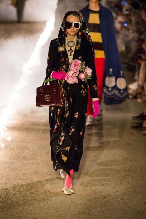 Gucci Cruise 2019: Khi phong cách cổ điển được làm sống lại... - Ảnh 16.