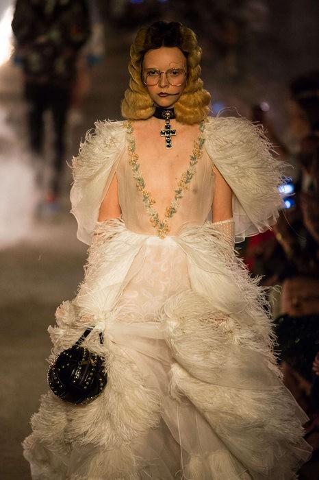 Gucci Cruise 2019: Khi phong cách cổ điển được làm sống lại... - Ảnh 19.