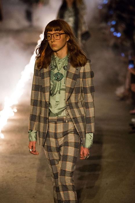 Gucci Cruise 2019: Khi phong cách cổ điển được làm sống lại... - Ảnh 13.