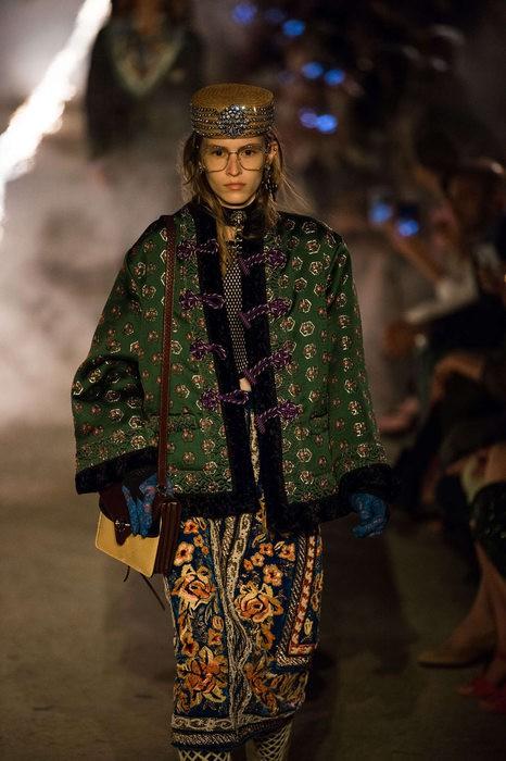 Gucci Cruise 2019: Khi phong cách cổ điển được làm sống lại... - Ảnh 12.