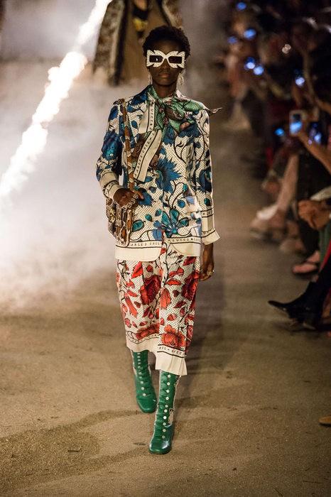 Gucci Cruise 2019: Khi phong cách cổ điển được làm sống lại... - Ảnh 11.