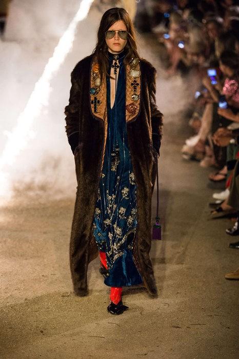 Gucci Cruise 2019: Khi phong cách cổ điển được làm sống lại... - Ảnh 8.