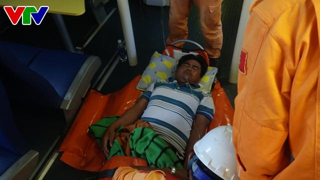 Cứu sống thuyền viên tàu QNg 98217 TS bị bệnh nguy kịch ở vùng biển Hoàng Sa - Ảnh 3.
