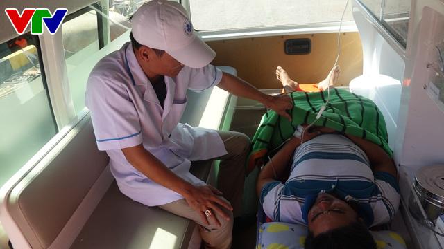 Cứu sống thuyền viên tàu QNg 98217 TS bị bệnh nguy kịch ở vùng biển Hoàng Sa - Ảnh 4.