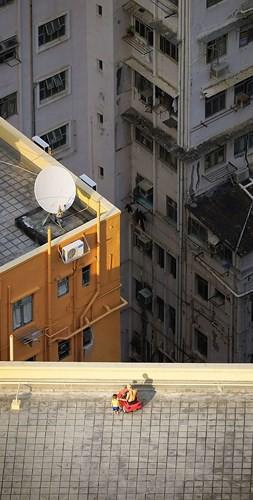 Bộ ảnh chụp cảnh sinh hoạt chân thực trên những mái nhà cao tầng - Ảnh 5.