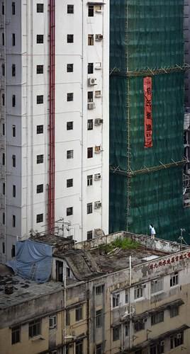 Bộ ảnh chụp cảnh sinh hoạt chân thực trên những mái nhà cao tầng - Ảnh 9.
