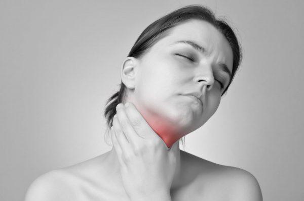 Đau họng lâu ngày không khỏi, cẩn thận với ung thư vòm họng - Ảnh 1.