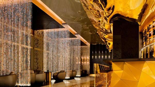 Cận cảnh quầy bar dát vàng bên trong khách sạn 7 sao - ảnh 4