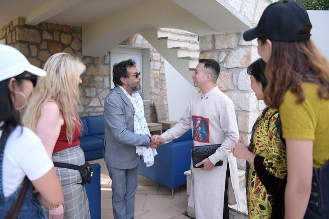 NTK Đỗ Trịnh Hoài Nam gặp gỡ các minh tinh quốc tế tại LHP Cannes - Ảnh 1.