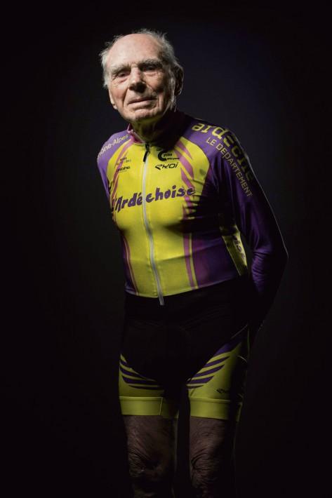 VĐV xe đạp 106 tuổi giải nghệ - Ảnh 1.