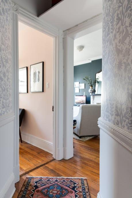Nhặt nhạnh bí kíp tô điểm không gian sống nhỏ hẹp qua căn hộ ở Brooklyn - Ảnh 5.