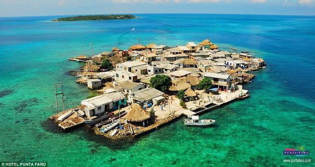 Khám phá hòn đảo chật chội nhất thế giới - Ảnh 1.