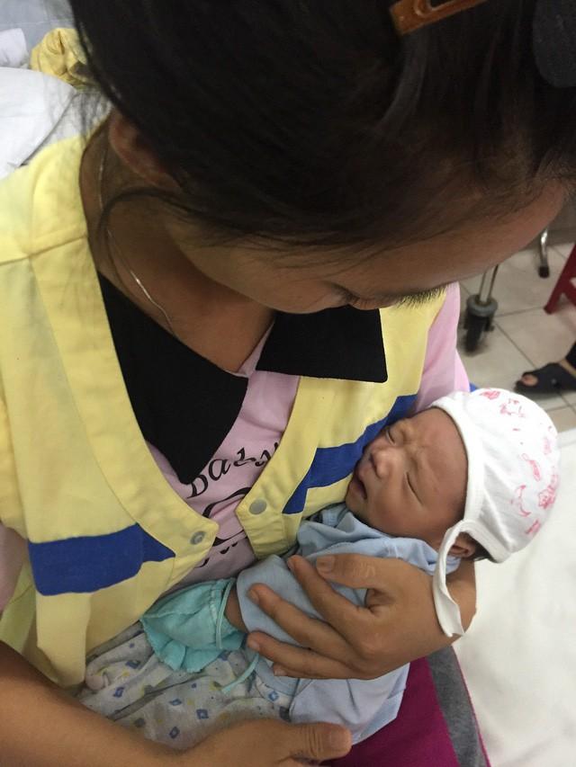 Thương bé 20 ngày tuổi thân hình tím tái vì bệnh tim bẩm sinh - Ảnh 3.