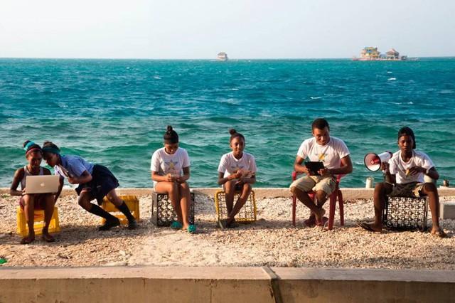 Khám phá hòn đảo chật chội nhất thế giới - Ảnh 3.