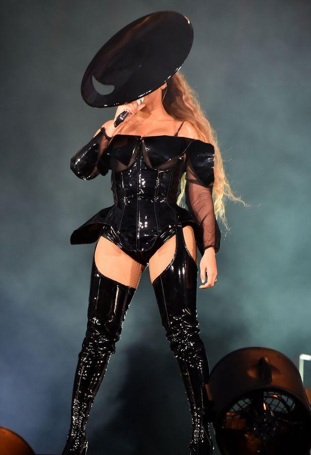 Tour diễn của Beyoncé và Jay Z phát vé miễn phí để lấp đầy chỗ trống - Ảnh 1.