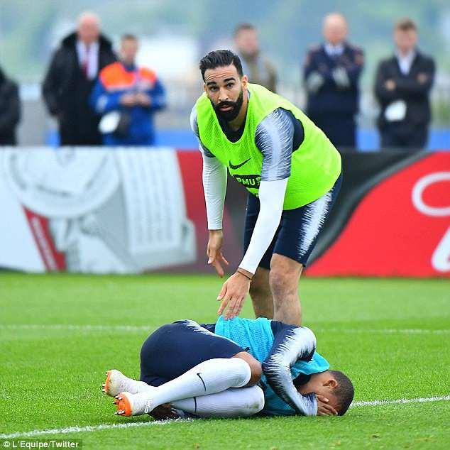 Va chạm với đồng đội, Mbappe dính chấn thương trước ngày khai màn World Cup 2018 - Ảnh 1.