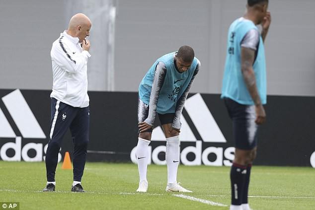 Va chạm với đồng đội, Mbappe dính chấn thương trước ngày khai màn World Cup 2018 - Ảnh 4.