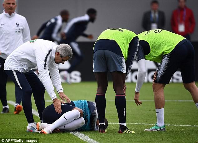 Va chạm với đồng đội, Mbappe dính chấn thương trước ngày khai màn World Cup 2018 - Ảnh 2.