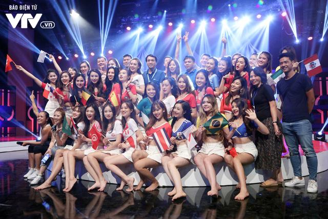Hôm nay (14/6), 32 cô gái xinh đẹp của Nóng cùng World Cup 2018 chính thức ra mắt khán giả VTV - Ảnh 2.