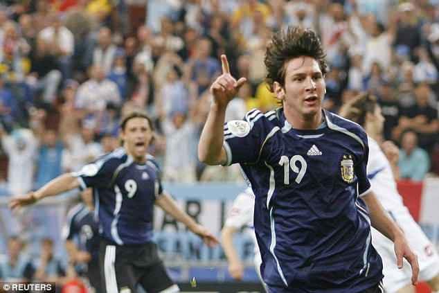 Ronaldo - Messi tại World Cup: Ai hơn ai? - Ảnh 2.