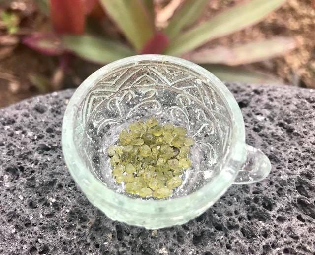 """""""Mưa đá quý"""" xuất hiện ở khu vực quanh núi lửa Hawaii sau vụ phun trào - Ảnh 3."""