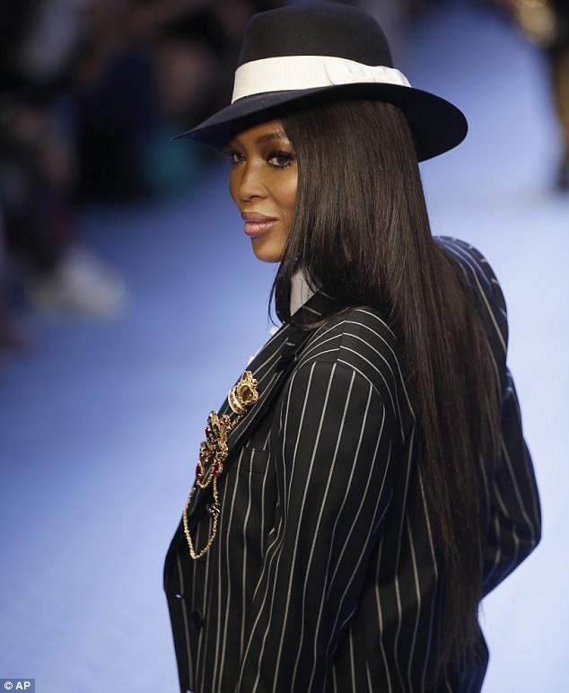 Dàn mẫu nữ U50 hội tụ trong show dành cho nam giới của Dolce & Gabbana - Ảnh 2.