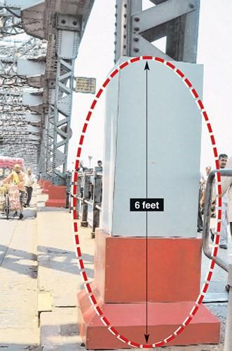 Cây cầu có nguy cơ sập vì... khạc nhổ bã trầu - Ảnh 7.