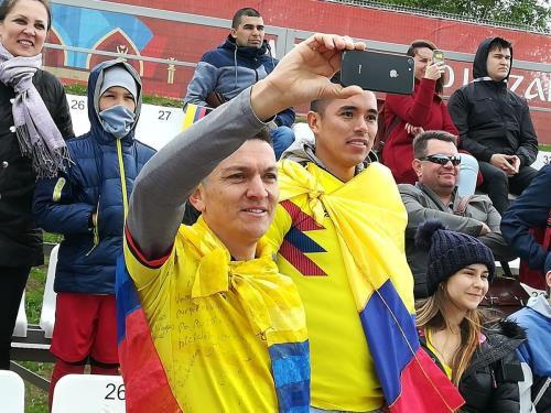 Cổ động viên Colombia đạp xe vượt 5.000km tới cổ vũ cho đội nhà - Ảnh 1.