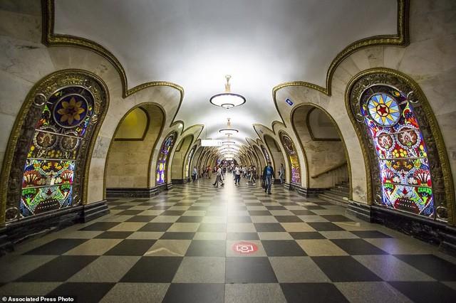 """Nga tự hào với """"cung điện ngầm"""" lộng lẫy nguy nga dưới lòng đất - Ảnh 3."""