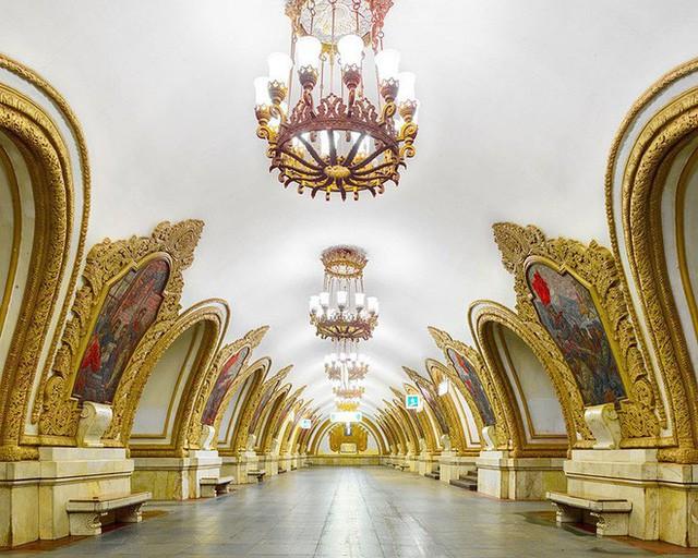 """Nga tự hào với """"cung điện ngầm"""" lộng lẫy nguy nga dưới lòng đất - Ảnh 8."""