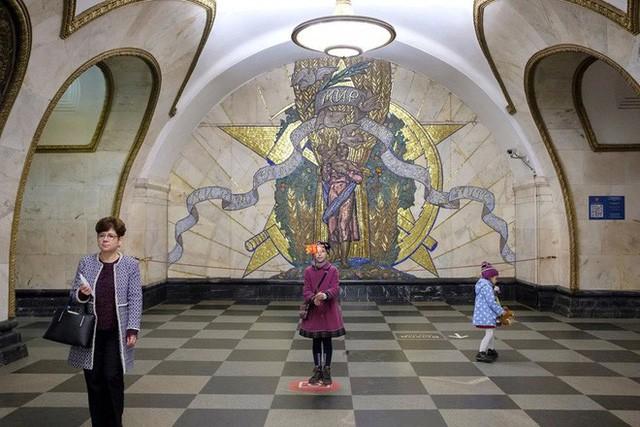 """Nga tự hào với """"cung điện ngầm"""" lộng lẫy nguy nga dưới lòng đất - Ảnh 9."""