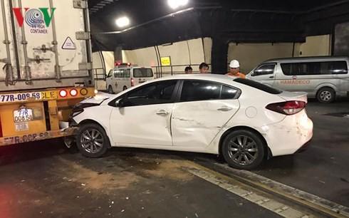 Tai nạn liên hoàn giữa 3 ô tô, hầm đường bộ Hải Vân ùn tắc nhiều giờ - Ảnh 2.