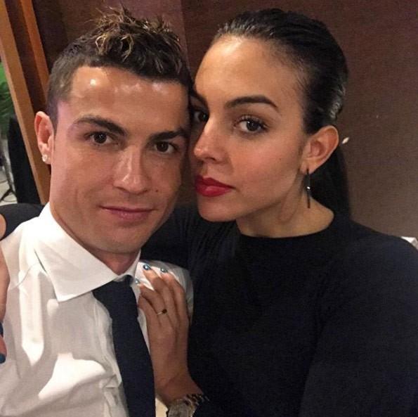 Bạn gái nóng bỏng của Ronaldo lần đầu xuất hiện trên khán đài FIFA World Cup™ 2018 - Ảnh 6.