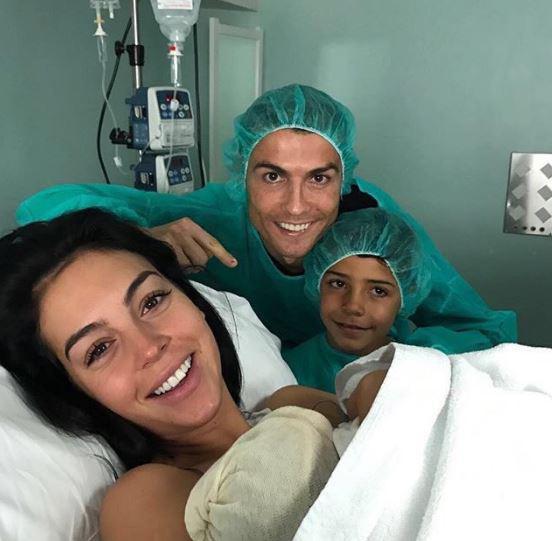 Bạn gái nóng bỏng của Ronaldo lần đầu xuất hiện trên khán đài FIFA World Cup™ 2018 - Ảnh 7.