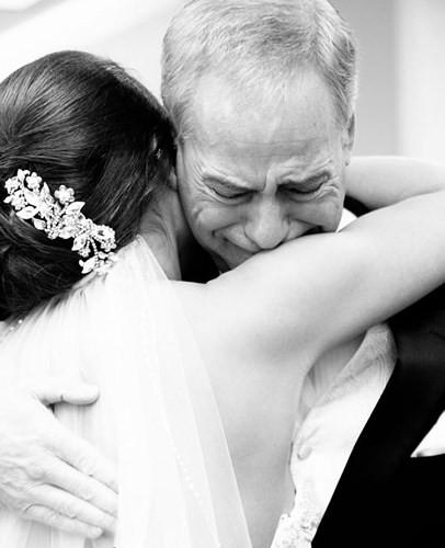 Ai cũng phải rơi nước mắt vì tình cha con trong ngày cưới của con gái - Ảnh 11.