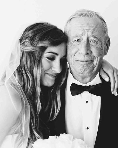 Ai cũng phải rơi nước mắt vì tình cha con trong ngày cưới của con gái - Ảnh 2.