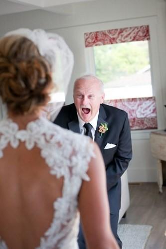 Ai cũng phải rơi nước mắt vì tình cha con trong ngày cưới của con gái - Ảnh 3.