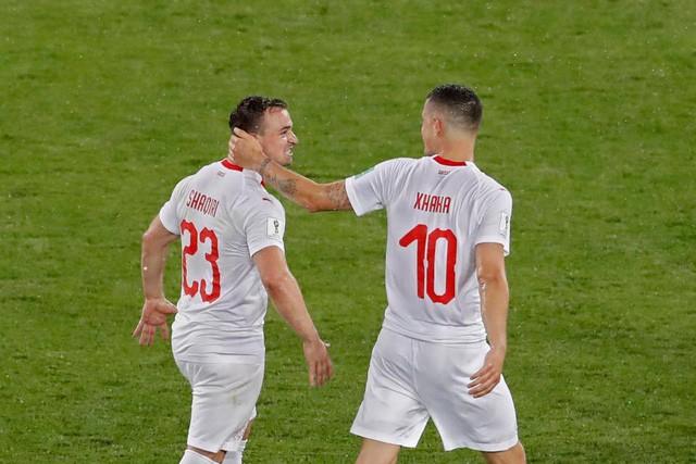 Hai cầu thủ quan trọng nhất ĐT Thụy Sĩ thoát án treo giò của FIFA - Ảnh 1.
