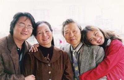 Trực tiếp Thế hệ số 10h00 (27/6): Ca sĩ Khánh Linh đã vượt qua cái bóng của bố mẹ ra sao? - Ảnh 1.