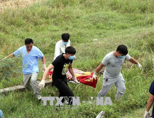 Nghệ An: Lật xe khách giường nằm, 8 người thương vong - Ảnh 1.