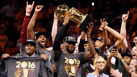 LeBron James từ chối hợp đồng năm cuối, trở thành cầu thủ tự do - Ảnh 1.